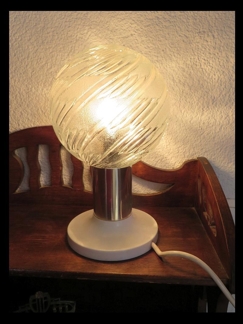 Ddr 2 kugel leuchten style metall glas plast leuchtenbau for Lampen 70er style